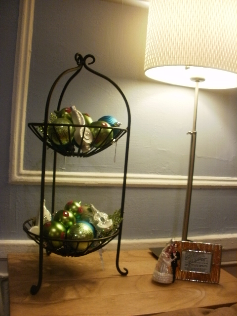 2 tiered fruit bowl with christmas ornaments